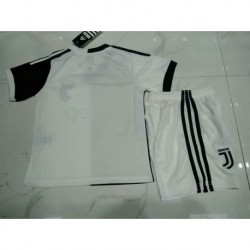 Juventus home white kid size:19-20 Picture Versio